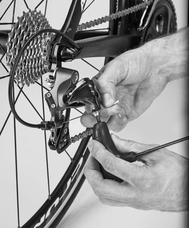 How to adjust a bike chain with a derailleur